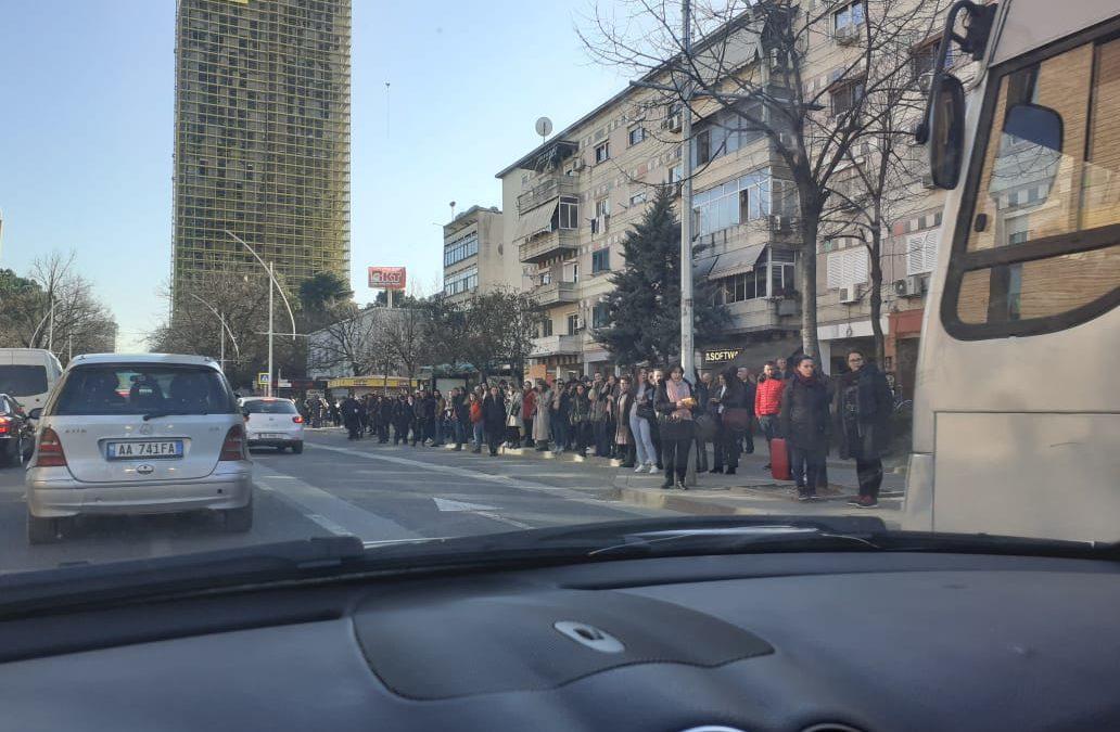 Stacioni tek Banka e Shqiperise